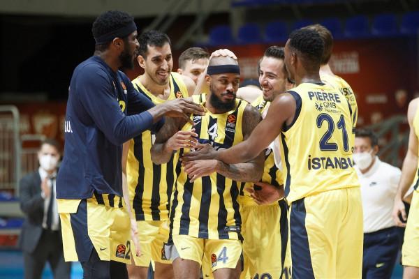 Lorenzo Brown shpëton Fenerbahçen