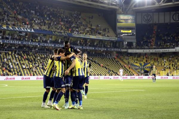 Ozil asiston, Fenerbahçe fiton në minutat e fundit