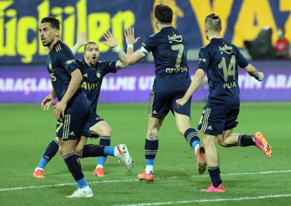 Valencia shpëton Fenerbahçen në minutat shtesë
