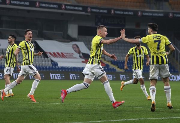 Portieri Tekin shpëton Fenerbahçen, vazhdon ndjekja e kreut