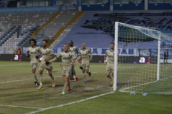 4 fitore rresht, Fenerbahçe bashkëkryeson Superligën Turke