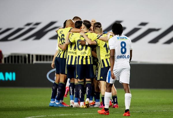 Rashani shkëlqen, Fenerbahçe ruan pozitën