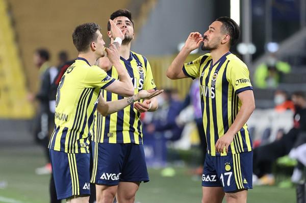 Fenerbahçe vazhdon të ndjek kreun