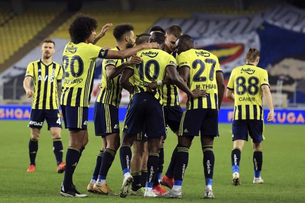 Fitore e lehtë për Fenerbahçen, asiston Ademi