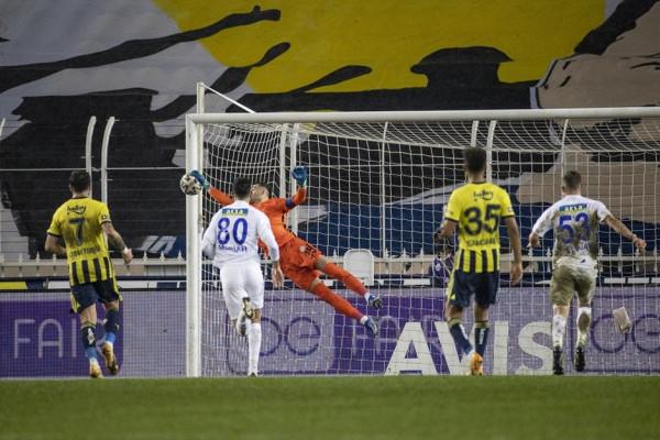 Fenerbahçe ngritet në krye