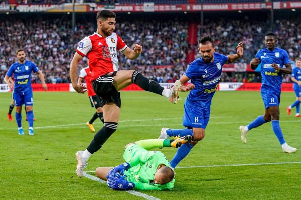 Paraqitja fantastike s'mjafton, Drita eliminohet nga Feyenoordi