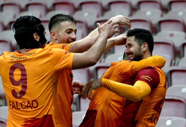 Fitore e vlefshme për Galatasarayin, 36 minuta për Cikalleshin