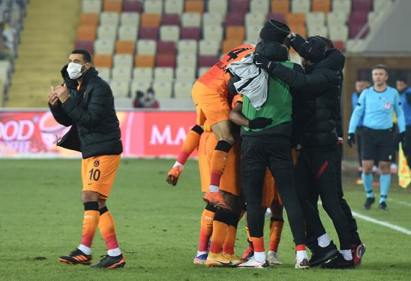 Asnjë minutë për Topallin, Babel shpëton Galatasarayin