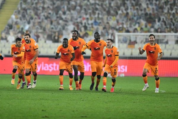 Topalli dështon nga penalltia, eliminohet skuadra e tij