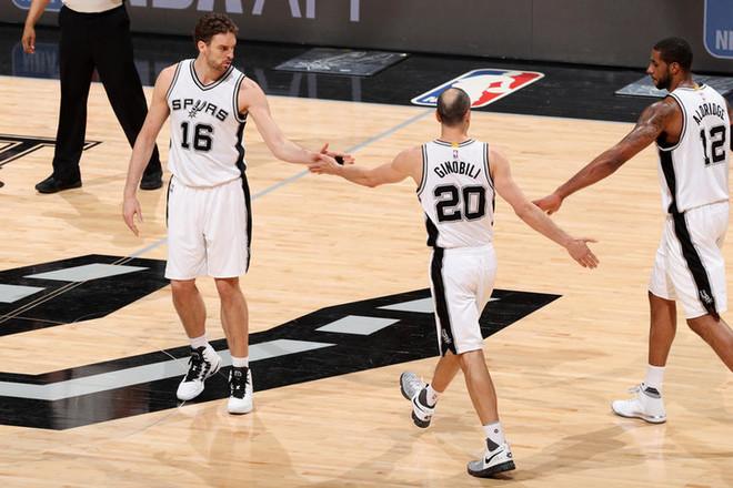 Spurs në epërsi, afër gj'finales