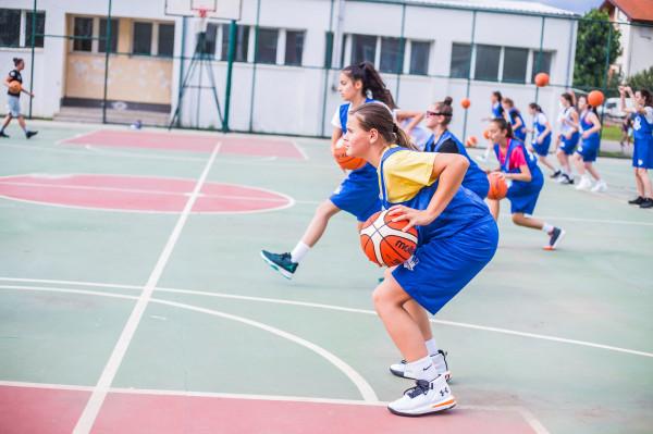 8 trajnerë dhe 48 basketbollistë/e në Kampin Nacional të FBK-së