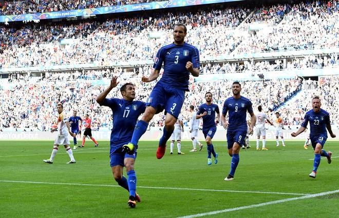 Italia në çerekfinale, eliminohet kampionja