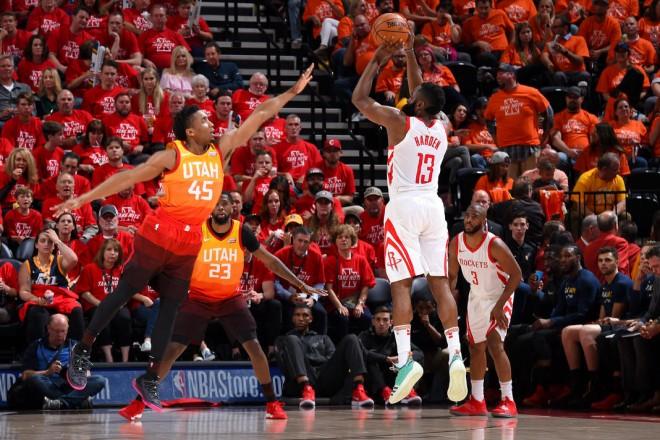 Houston kalon në epërsi kundër Utah
