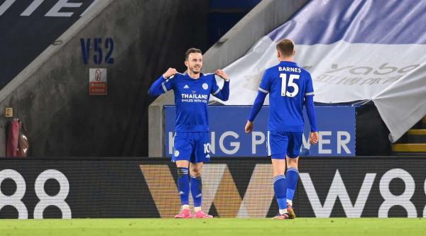 Leicester përkohësisht lider në Premier League