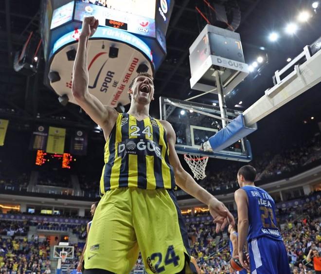 Fenerbahçe deklason Zvezdën
