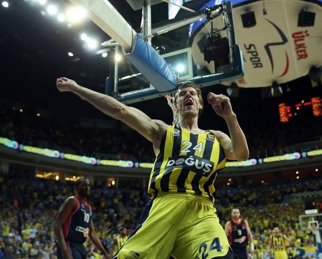 Fenerbahçe një fitore larg Final Fourit