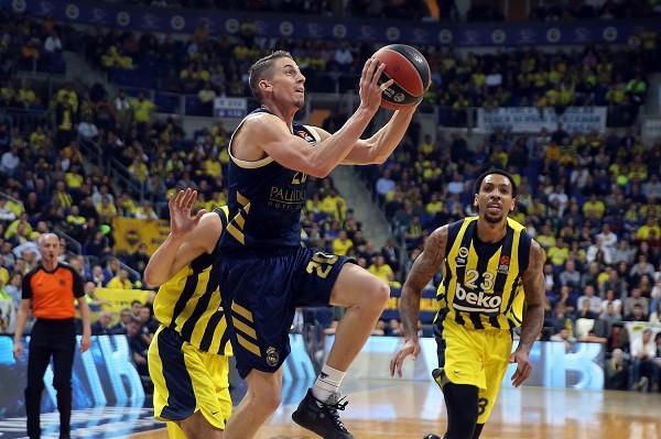Reali shpartallon Fenerbahçen në Stamboll