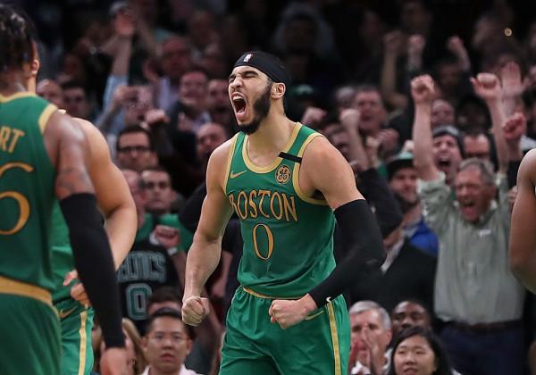 Boston dërgon kampionin në shtëpi, kualifikohet në finale