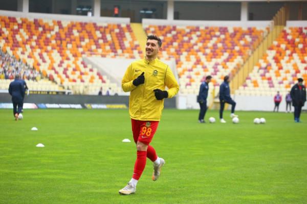 Yeni Malatyaspor barazon, pak minuta për Topallin