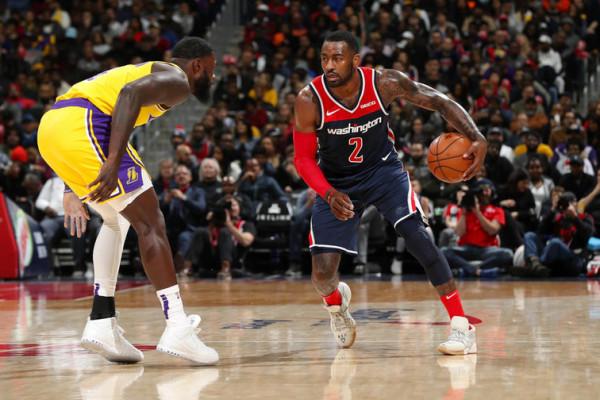Lakersat përplasen në WALL
