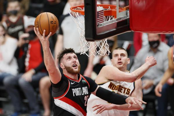 Pas 2 vazhdimeve caktohet fituesi në ndeshjen Nuggets-Blazers