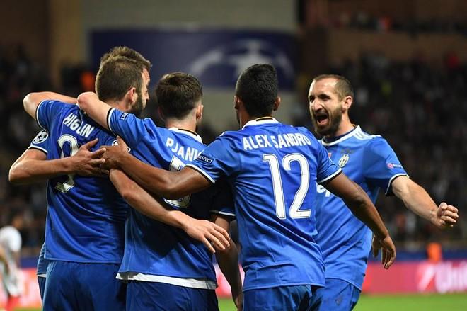 Higuain shkëlqen, Juventusi 'me një këmbë' në finale