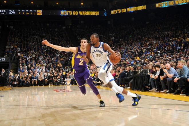 Warriors mposht Lakersin, merr lidershipin