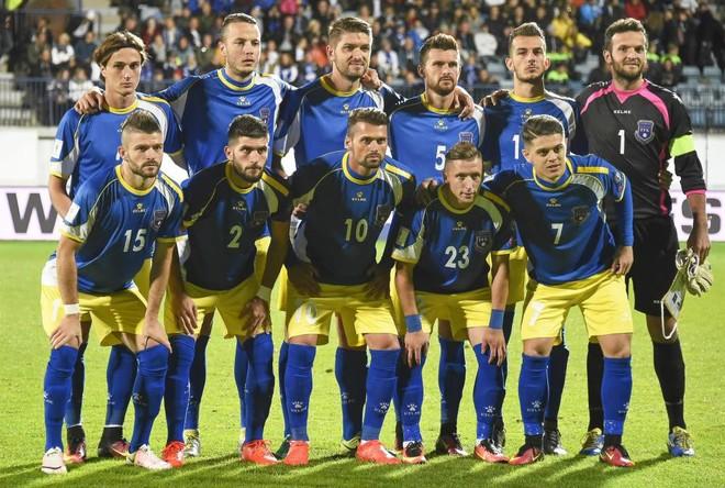 Kosova me fanella të kaltërta