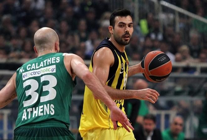 Rikthim i madh nga Fenerbahçe, fitore e artë në Greqi