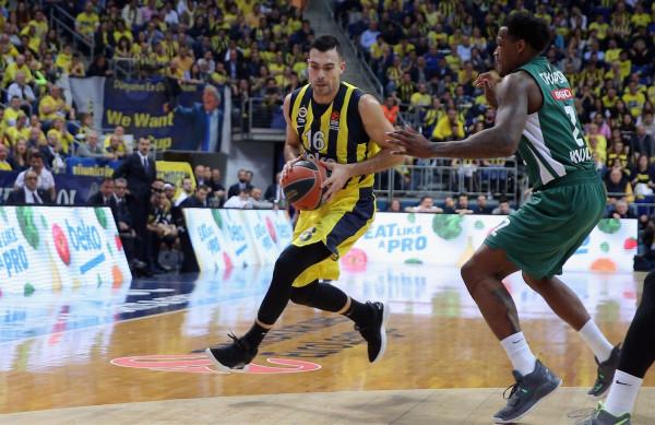 Fenerbahçe e nis bindshëm, 1-0 në epërsi