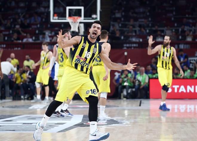 Fenerbahçe në finalen e dytë me radhë, mposht Realin