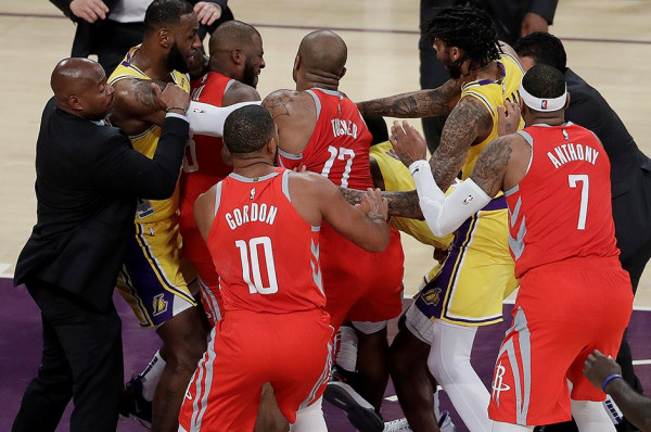 Përleshje në ndeshjen Lakers-Houston