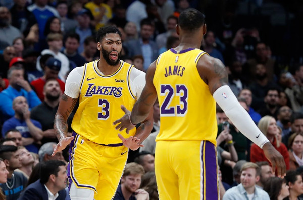 James me triple-double, Lakers në formë
