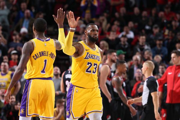 Lakers fiton nën dirigjimin e Jamesit