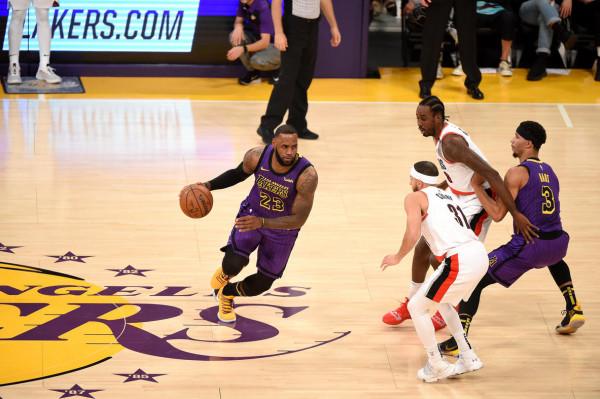 Nata hisorike për Jamesin, Lakersi në formë