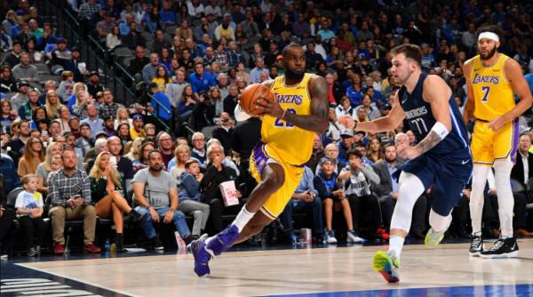 Luka Doncic e LeBron James hyjnë në histori të NBA-së