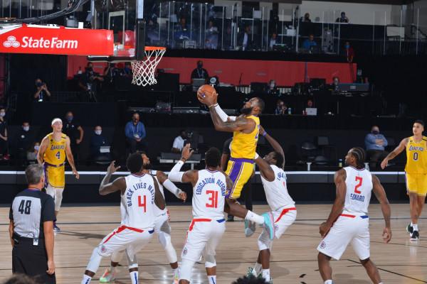 Derbi i Los Angelesit i takon Lakersave