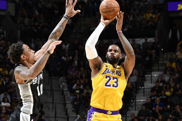 Lakers i pakapshëm, seria ngritet në 8