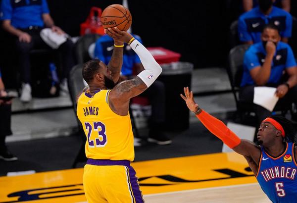 James me triple-double, Lakers fiton pas vazhdimeve
