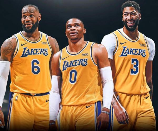 Shkëmbimi i vitit, Westbrook kalon te Lakers