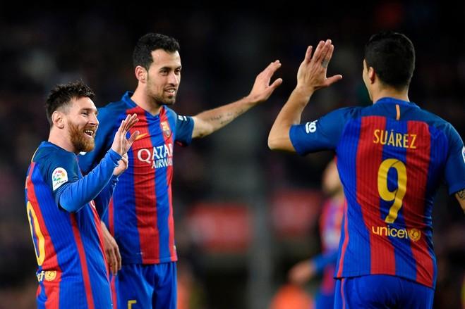 Barça kalon 100-shin, 'përkohësisht' në krye