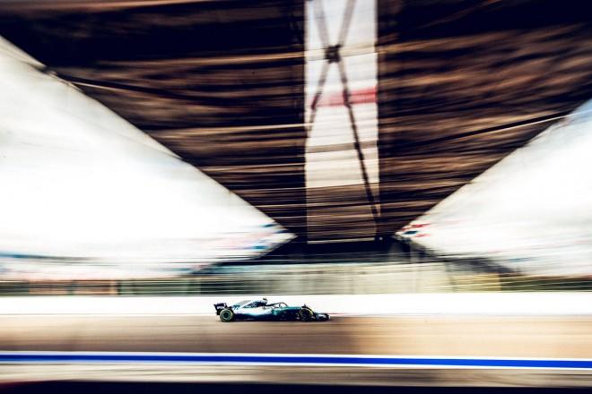 Fitore kontroverse e Mercedesit në Rusi