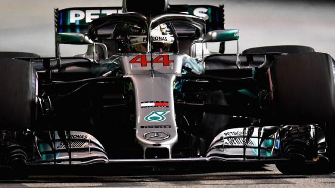 Hamilton fiton edhe në Singapor