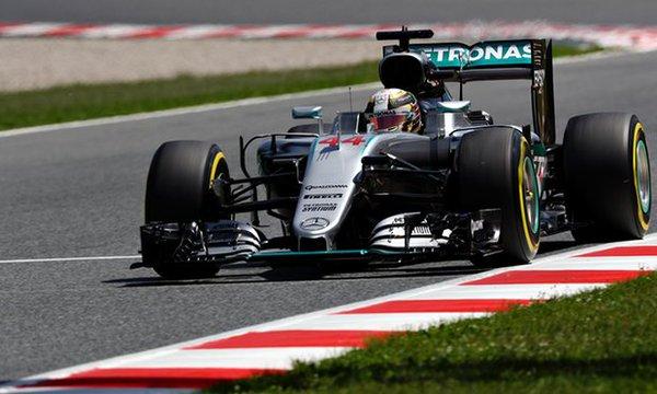 Hamilton niset i pari në Spanjë