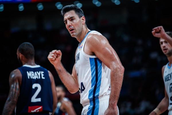 Argjentina gjunjëzon Francën, në finale me Spanjën