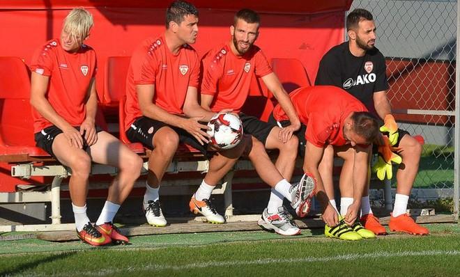 Maqedonia stërvitet me vetëm 15 lojtarë!