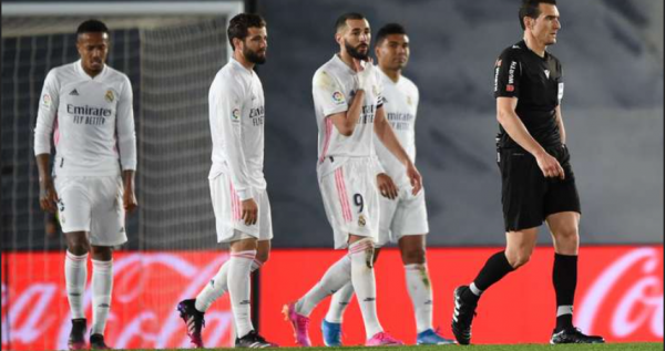 Nga penalltia në penallti - Reali komplikon titullin