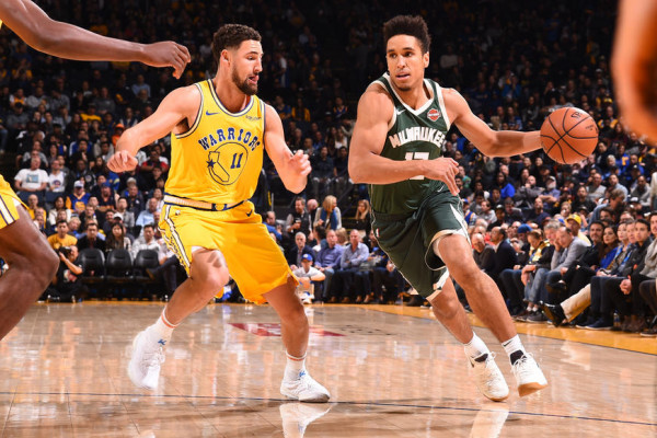 Bucks show në Oracle Arena