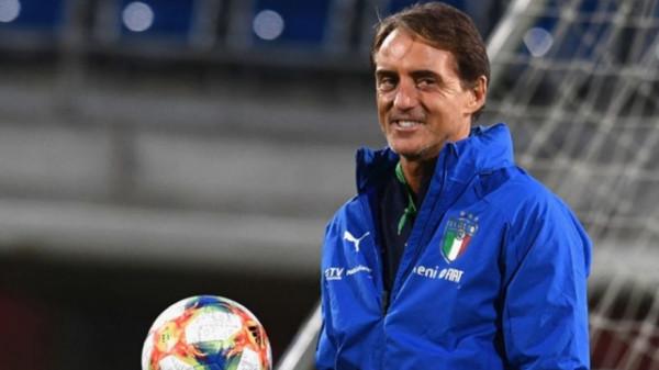 Zyrtare: Mancini rinovon kontratën me Italinë