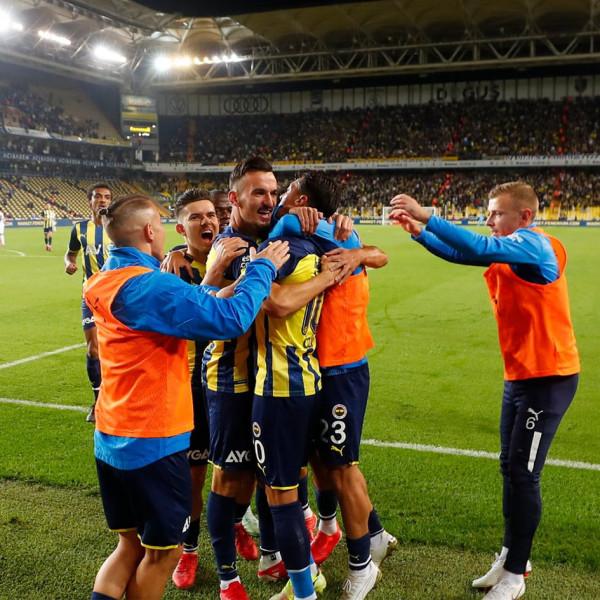 Mërgim Berisha asiston, Ozili shënon, Fenerbahçe përfiton